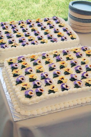 Guest cakes